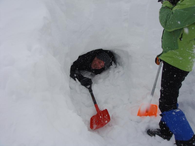 Kurs in Schneebiwak-Bau ¦ Praktische Trainings und Ausbildungen